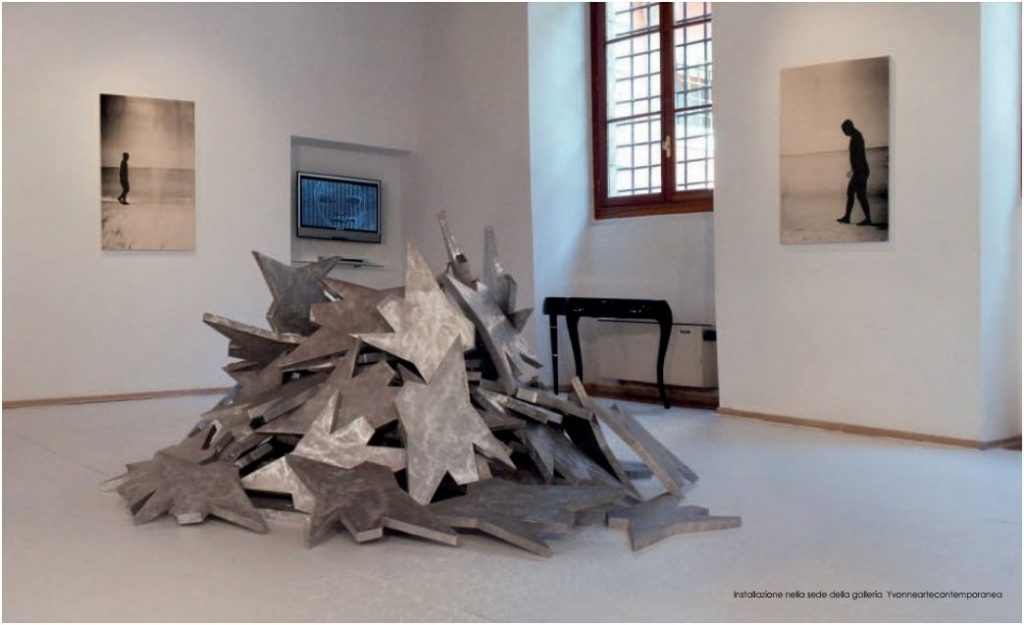 Franco Ionda, Monte di stelle, installazione nella galleria Yvonneartecontemporanea, Vicenza